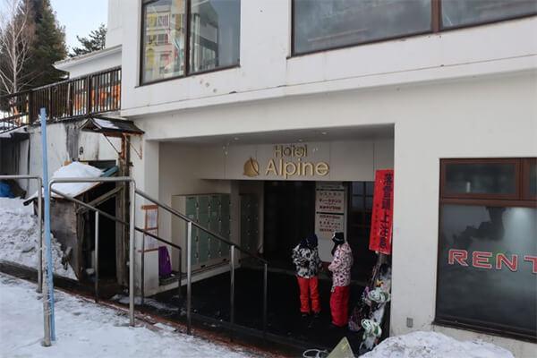 ホテルアルパイン入口